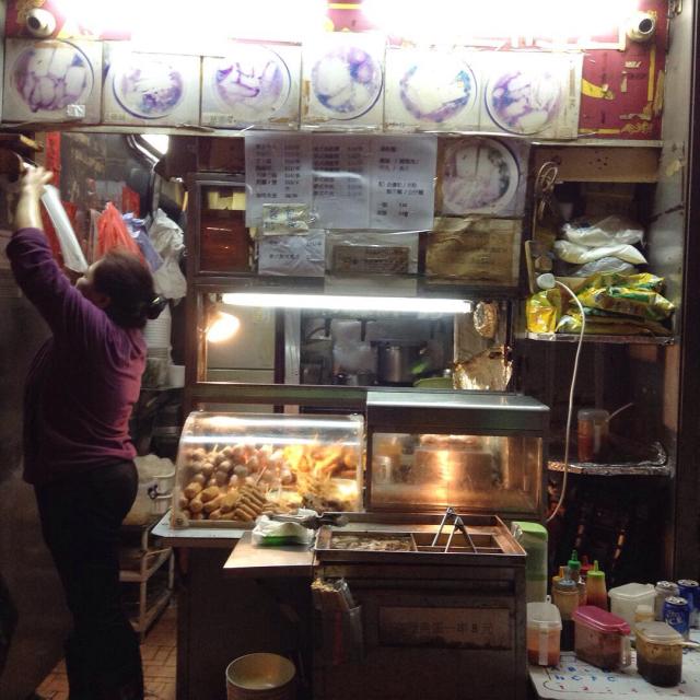 香港最終夜、ひとり屋台でカレー風味の焼き鳥を。_a0334793_02443987.jpg