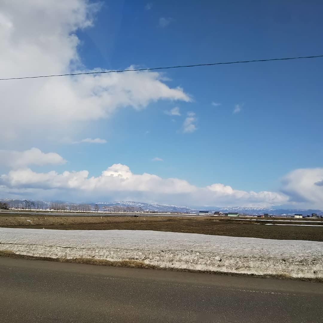 青空と残雪、刺繍の準備_f0316507_18520368.jpg