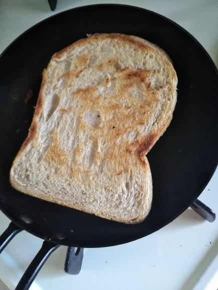蓋つきスキレットで焼くパンは、おいしーのだ!_f0316507_21453285.jpg