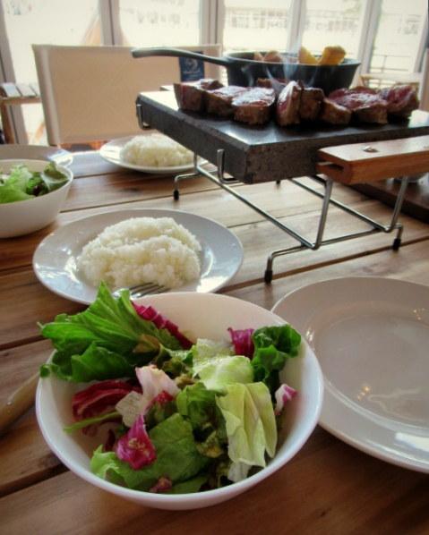 サクレフルール 軽井沢 * グランピング気分が楽しめるパリ発の肉ビストロがNewOpen!_f0236260_00381279.jpg