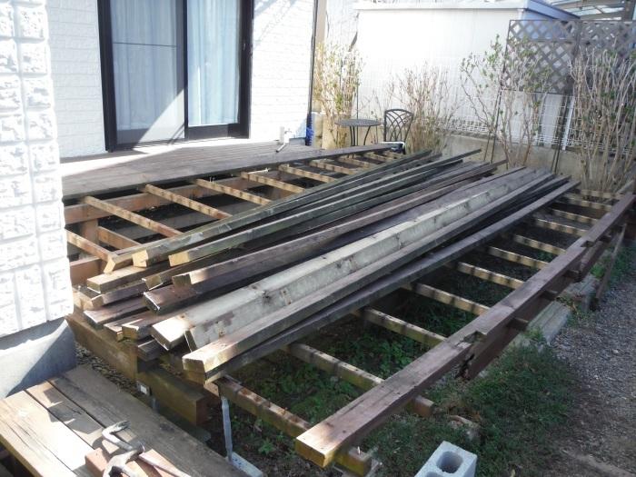 ウッドデッキ ~ 古い木製ウッドデッキを解体_d0165368_06565989.jpg