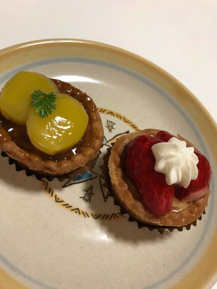 冨貴屋  菜の花といちごのロールケーキ_e0164874_17495932.jpg