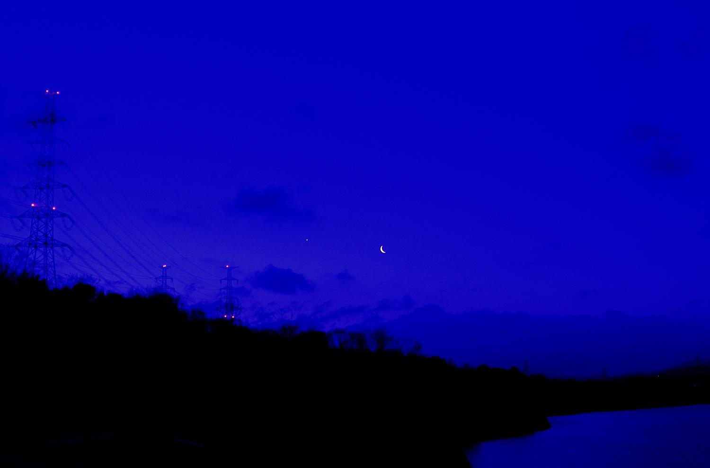 細い月と金星_e0362696_17075927.jpg