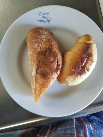 蓋つきスキレットで焼くパンは、おいしーのだ!_f0316507_14262576.jpg