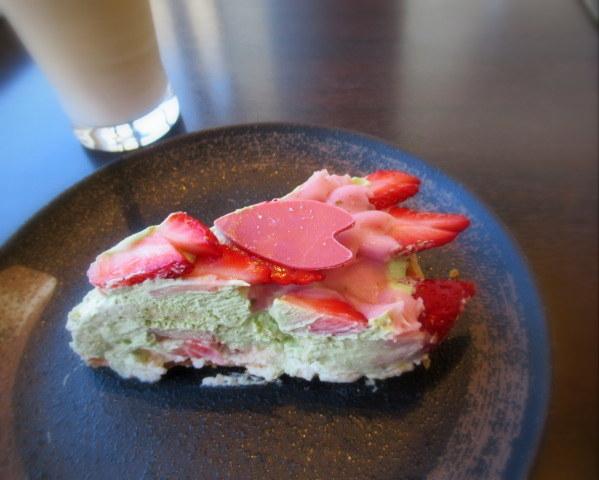 いちごと桜のケーキ * 春爛漫の大阪から一転、冬景色の軽井沢へ♪_f0236260_22382604.jpg