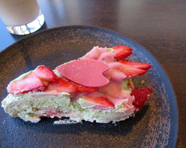 いちごと桜のケーキ * 春爛漫の大阪から一転、冬景色の軽井沢へ♪_f0236260_22422774.jpg