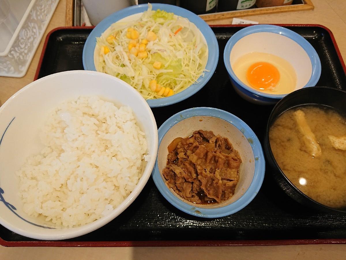 4/5  選べる小鉢の玉子かけごはんミニ牛皿 & 生野菜 @松屋_b0042308_06455203.jpg