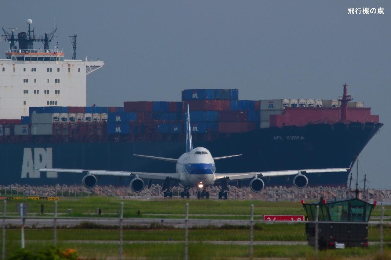 大型貨物船 と 大型貨物機  B747  日本貨物航空(KZ)_b0313338_15475600.jpg