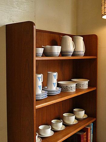 Bookshelf_c0139773_15030419.jpg