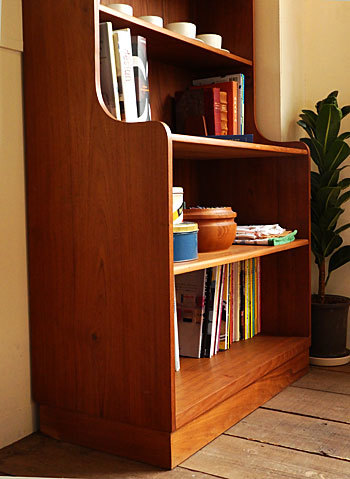 Bookshelf_c0139773_15031252.jpg