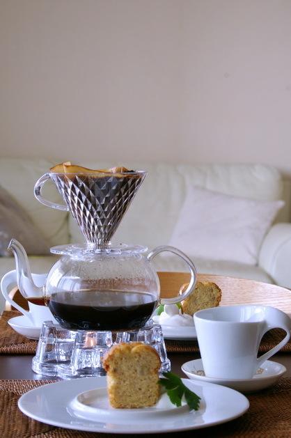 朝食後のコーヒーとバナナケーキ_d0327373_09532324.jpg