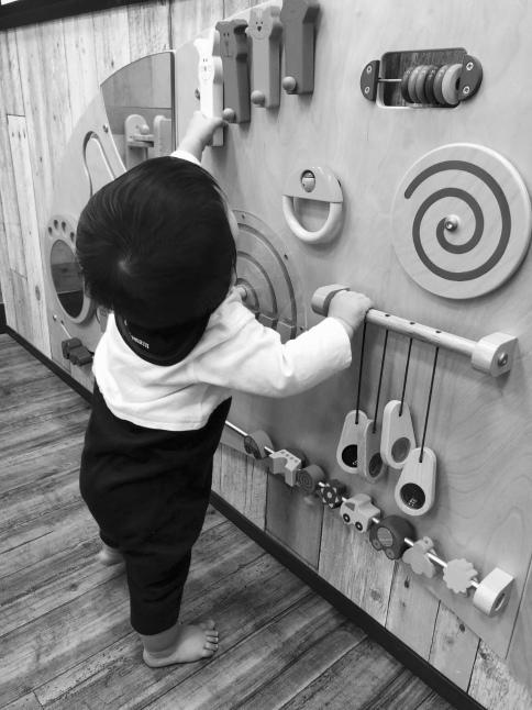 赤ちゃんおもちゃ じいじのビジーボード作り_d0348118_17202819.jpeg