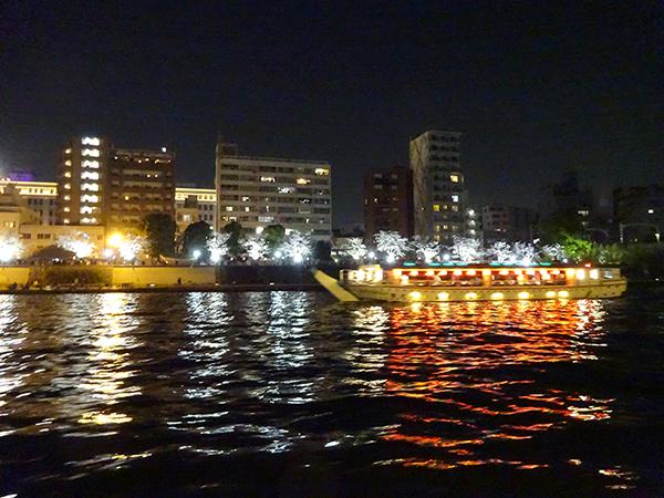 屋形船に乗って、夜桜隅田川クルーズ(前編)_f0097523_21544990.jpg