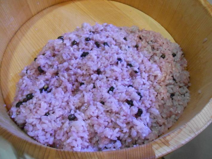 花見には花見寿司。すし飯はどうしても桜色にしたい。_a0095931_11444292.jpg