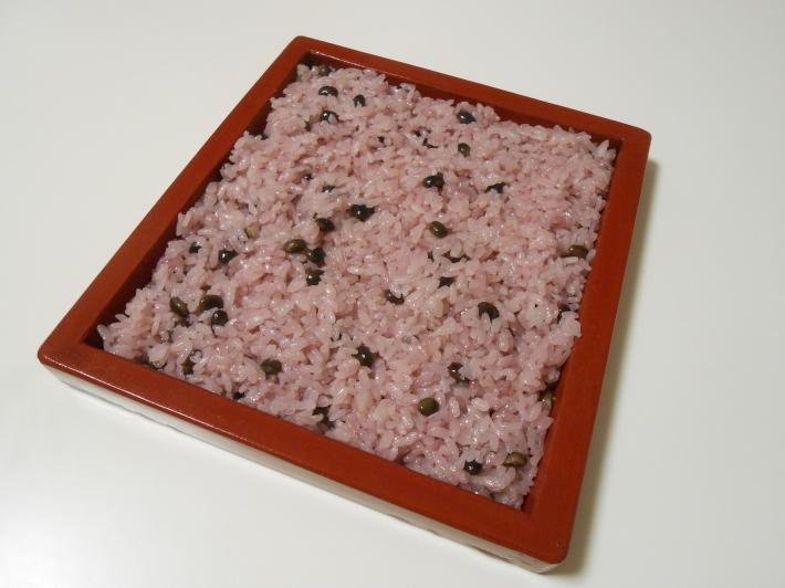 花見には花見寿司。すし飯はどうしても桜色にしたい。_a0095931_12051070.jpg