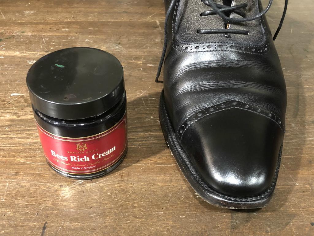 コラム-ハイシャインはもう古い?~靴の磨きの新定番ハンドポリッシュのお話』_b0365069_19035949.jpg