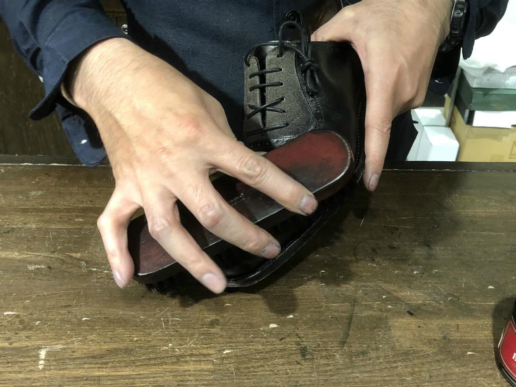コラム-ハイシャインはもう古い?~靴の磨きの新定番ハンドポリッシュのお話』_b0365069_19045794.jpg