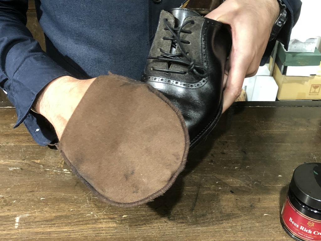 コラム-ハイシャインはもう古い?~靴の磨きの新定番ハンドポリッシュのお話』_b0365069_19051589.jpg