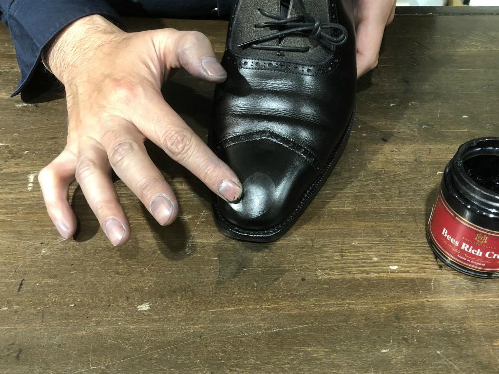 コラム-ハイシャインはもう古い?~靴の磨きの新定番ハンドポリッシュのお話』_b0365069_19054982.jpg