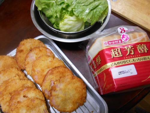 朝食ハムカツサンドイッチ_f0019498_21092085.jpg
