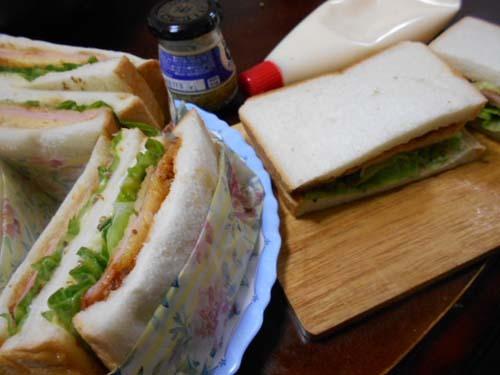 朝食ハムカツサンドイッチ_f0019498_21092760.jpg