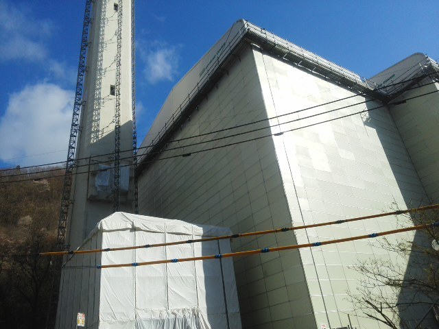 新年度「旧北部処理センター」灰だし工事中  山桜が満開です (*^^*)_f0061067_18044988.jpg