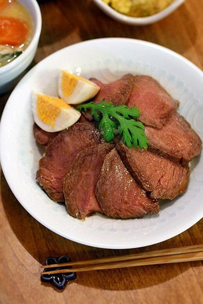ローストビーフ丼と筍とニラのチヂミ_e0137277_21061642.jpg