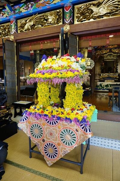 お釈迦様の花祭り_e0365880_19564935.jpg