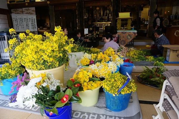 お釈迦様の花祭り_e0365880_19570133.jpg