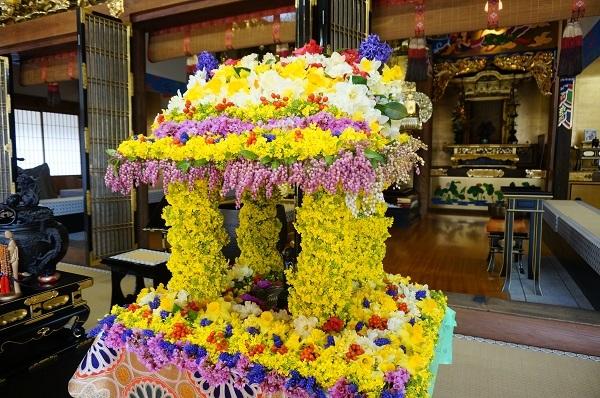 お釈迦様の花祭り_e0365880_19573355.jpg