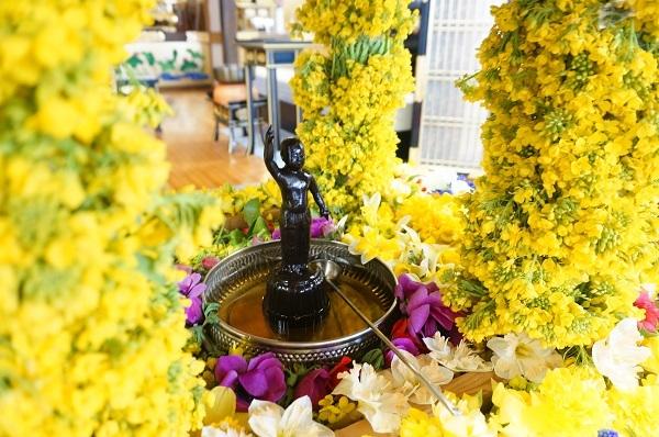 お釈迦様の花祭り_e0365880_19581159.jpg