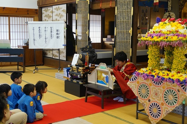 お釈迦様の花祭り_e0365880_19582311.jpg