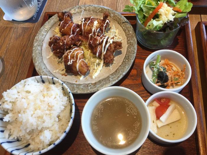 今日はカフェに夕飯にと、外食三昧の1日、岡崎もまた楽し〜_b0175688_21314361.jpg