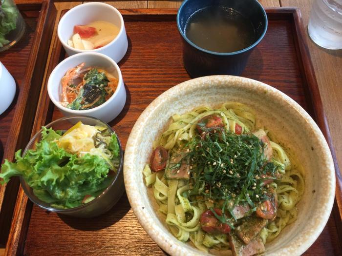 今日はカフェに夕飯にと、外食三昧の1日、岡崎もまた楽し〜_b0175688_21314628.jpg