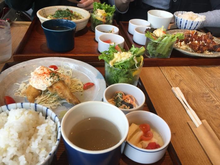 今日はカフェに夕飯にと、外食三昧の1日、岡崎もまた楽し〜_b0175688_21314818.jpg