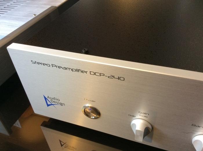 フルバランス構成のプリアンプ AUDIO DESIGN (オーディオデザイン) DCP-240 を試聴できます。_b0292692_14042005.jpg