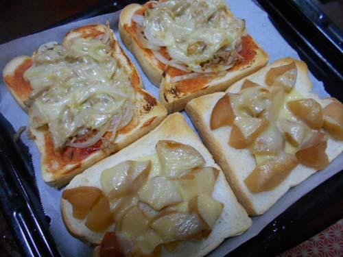 ピザトースト&さくらんぼの花咲いた_f0019498_20264938.jpg