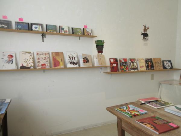 イランの絵本展 Rashin Kheirieh(ラーシーン・ヘイリーエ)特集始まっています!_e0091706_10000375.jpg