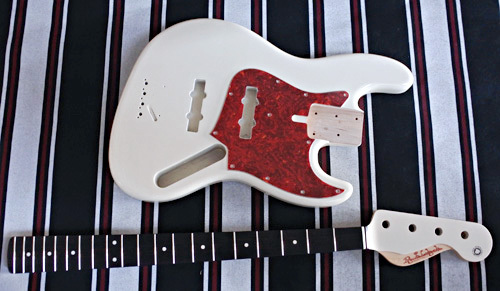 Guitar × 4種とBass × 2種の塗装が完了しました!_e0053731_17231551.jpg