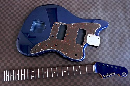 Guitar × 4種とBass × 2種の塗装が完了しました!_e0053731_17232336.jpg