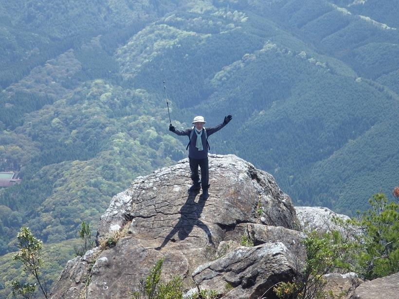 行縢山へ・・アケボノツツジとフジツツジ_e0164643_14135281.jpg