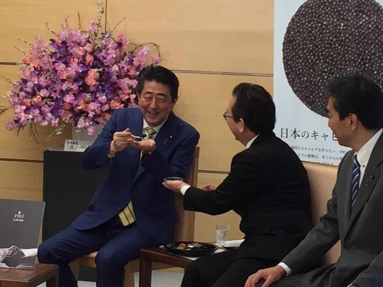 「宮崎牛」及び「宮崎キャビア」生産者の総理表敬_a0143152_16240361.jpg