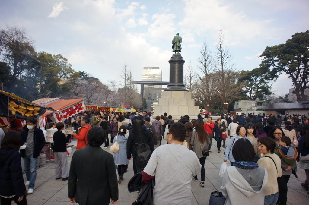上野の櫻、さんさき坂カフェ、そして外堀土手から靖国神社_c0180686_11401248.jpg