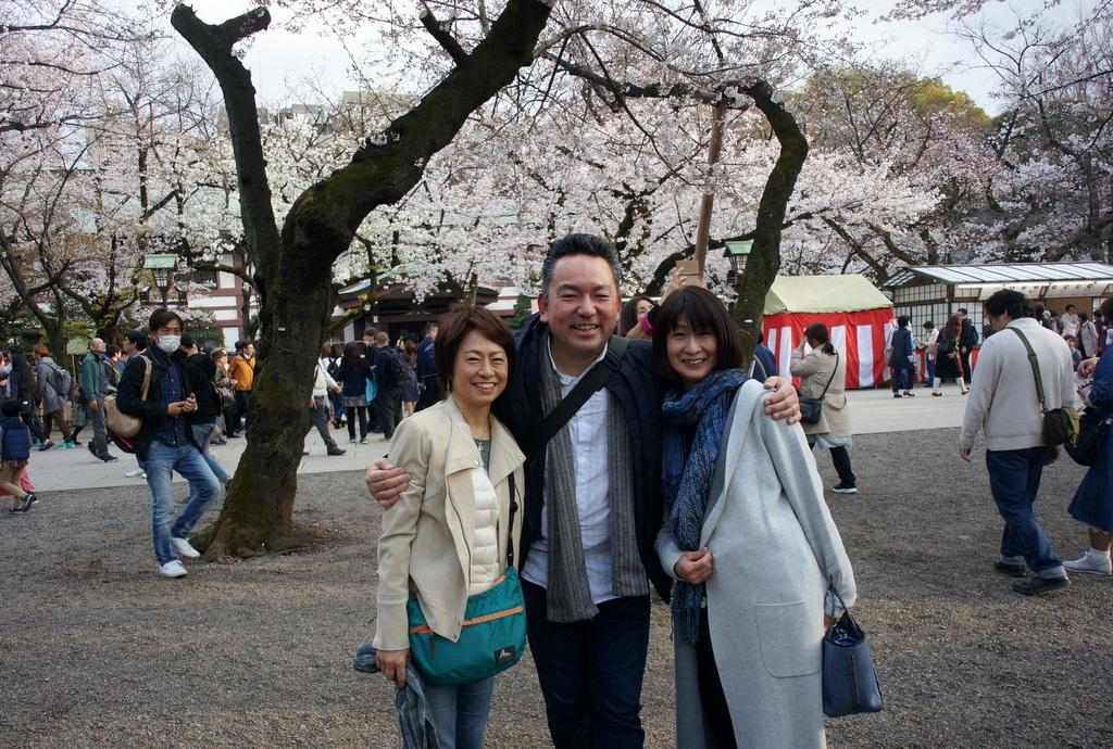 上野の櫻、さんさき坂カフェ、そして外堀土手から靖国神社_c0180686_11402516.jpg