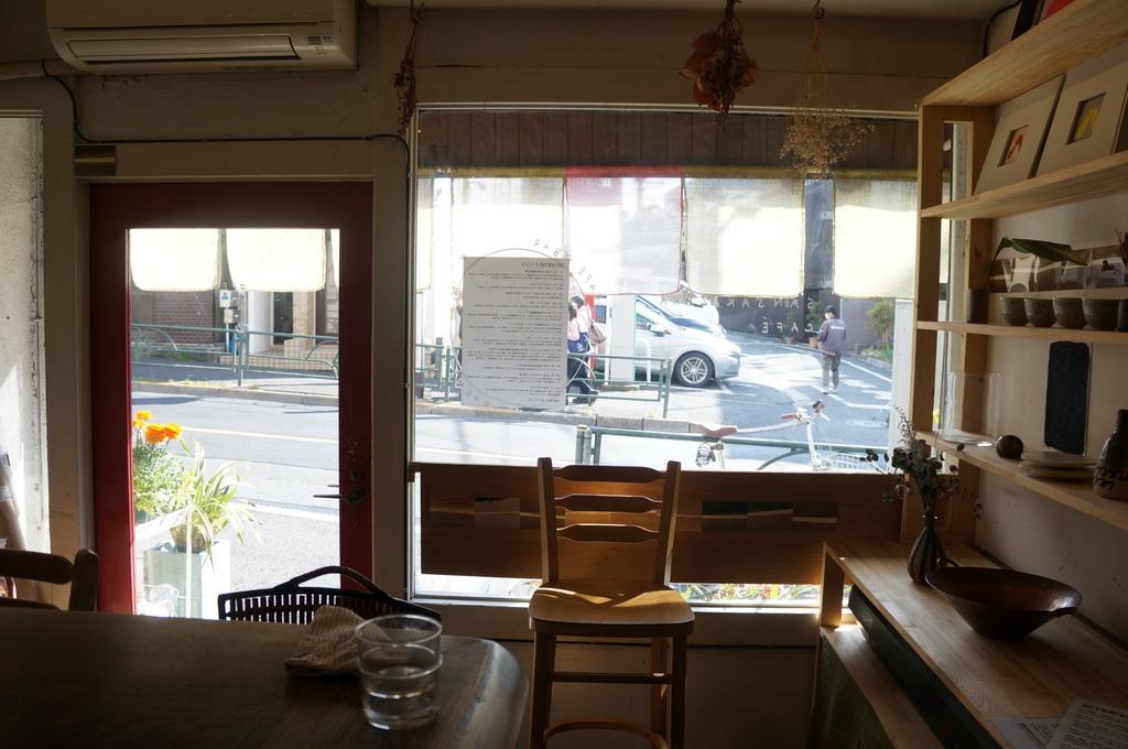 上野の櫻、さんさき坂カフェ、そして外堀土手から靖国神社_c0180686_11412640.jpg