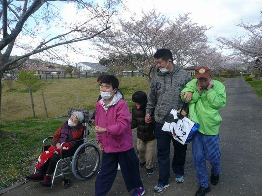 4/11 天啓公園_a0154110_08143976.jpg