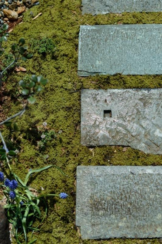 笏谷石を使った福井的な造園!!_f0165030_11215907.jpg