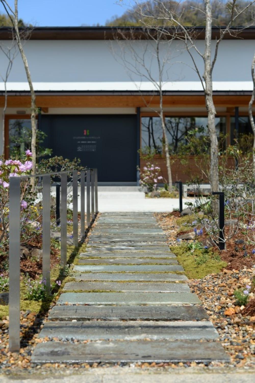 笏谷石を使った福井的な造園!!_f0165030_11220034.jpg