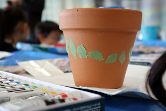 やと子ども美術教室 ~ 植木鉢に描く ~_e0222340_14213575.jpg