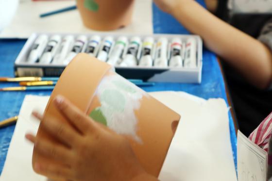 やと子ども美術教室 ~ 植木鉢に描く ~_e0222340_1422242.jpg